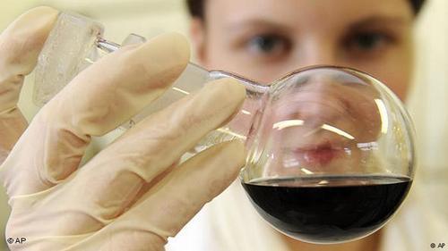 آلمان در سال ۲۰۱۷ بالغ بر ۱۱۴ میلیارد و ۷۰۰ میلیون یورو محصولات و فرآوریهای شیمیایی به جهان صادر کرده است. صنایع شیمیایی بدینترتیب در رتبه سوم صادرات آلمان قرار میگیرند.