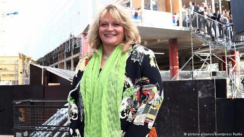 آلکساندرا شورگهوبر (Alexandra Schörghuber) گرچه در رشته هتلداری تحصیل کرده، اما پس از مرگ همسرش در سال ۲۰۰۸ مجبور شد ریاست شرکتهای آبجوسازی، مسکن و هتلهای او را برعهده بگیرد. او موفق شده درآمد شرکتها را به بیش از یک میلیارد یورو در سال افزایش دهد.