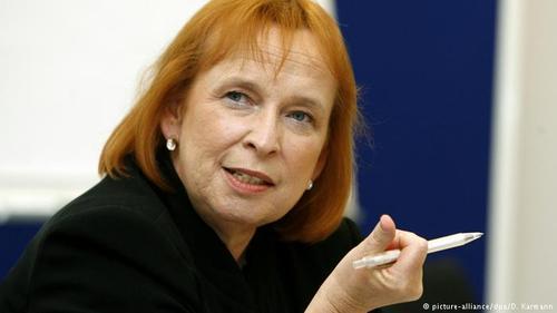اینگرید هوفمان (Ingrid Hofmann) به ملکه کاریابی معروف است. شرکتهای کاریابی او با ۷۶۸ میلیون یورو درآمد سالانه در میان پنج شرکت برتر کاریابی آلمانی جای دارند.