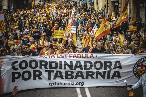 تظاهرات مخالفان استقلال کاتالونیا در شهر بارسلونا اسپانیا