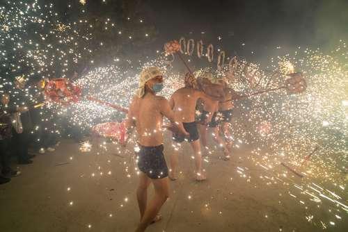 رقص اژدها در جشنواره سال نوچینی در استان سیچوان چین