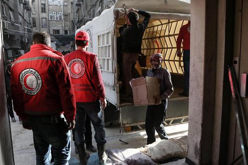 توزیع 47 کامیون کمکهای غذایی و سایر اقلام مورد نیاز میان مردم شهر
