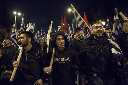 تظاهرات گروهی از حامیان یک حزب راست و ملیگرا یونانی علیه سیاستهای ترکیه در مقابل سفارت ترکیه در آتن