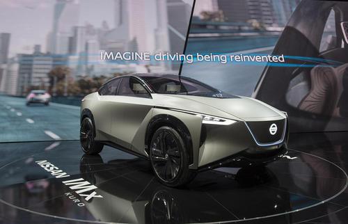 نمایش یک خودروی مفهومی شرکت نیسان – مدل آی ام ایکس- در روز افتتاحیه هشتاد و هشتمین نمایشگاه سالانه خودرو در شهر ژنو سوییس