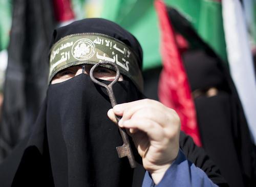 تظاهرات زنان حامی جنبش حماس در باریکه غزه به مناسبت روز جهانی زن/عکس: محمود عیسی؛ قدس نت نیوز
