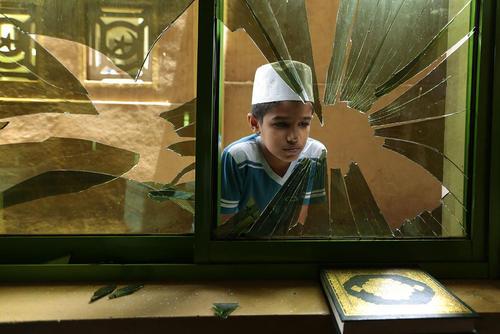 حمله متعصبان بودایی به مسجدی در حومه شهر کلمبو سریلانکا به هنگام نماز جمعه
