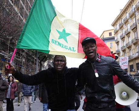 تظاهرات جامعه سنگالی ها در شهر ناپل ایتالیا علیه نژاد پرستی