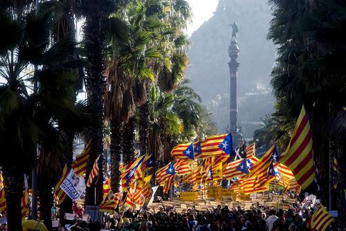 تظاهرات حامیان استقلال منطقه کاتالونیا اسپانیا در شهر بارسلونا