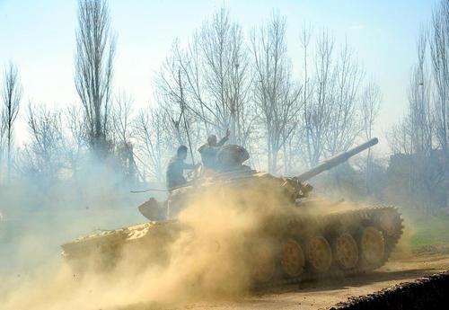 پیشروی تانکهای ارتش سوریه در منطقه غوطه شرقی دمشق