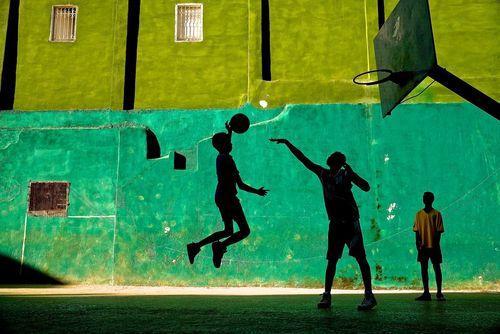 تمرین بسکتبال دانشآموزان در مدرسهای در شهر هاوانا کوبا -عکس روز وب سایت