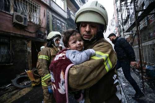 نجات یک نوزاد از محل انفجار گاز در خانهای در محله