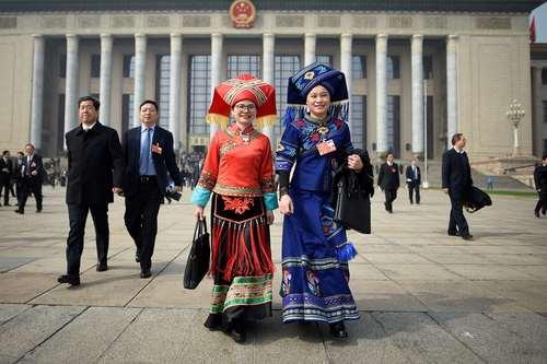 حضور نمایندگان اقلیتهای قومی چین در سیزدهمین نشست کنگره ملی- پارلمان- این کشور در پکن