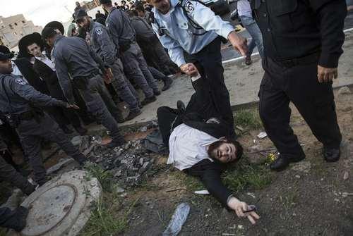 تظاهرات طلبههای یهودی علیه نظام خدمت سربازی اجباری برای طلبهها/ اسراییل
