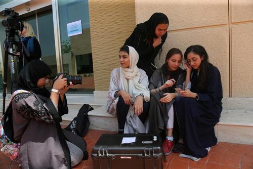 زنان سعودی مشغول تحصیل در رشته فیلمسازی در دانشگاه جده/ عکس: یاسربخش؛  رویترز