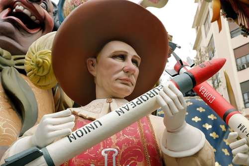 آدمک چوبی ولادیمیر پوتین رییس جمهوری روسیه در جشنواره سالانه