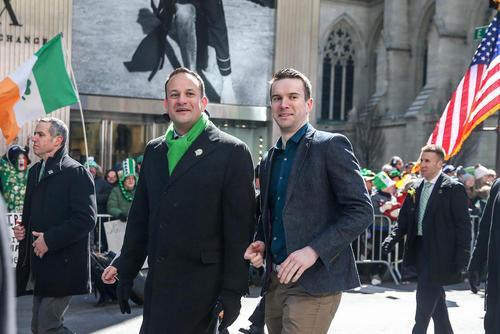 حضور نخست وزیر ایرلند- فرد سمت چپ تصویر- در رژه روز سن پاتریک در محله منهتن نیویورک