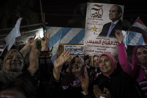 شادمانی هواداران عبدالفتاح السیسی رییس جمهوری مصر از پیروزی او در انتخابات ریاست جمهوری- شهر