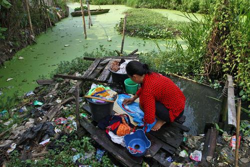 شستشوی لباس در بحران کمآبی شهر جاکارتا اندونزی