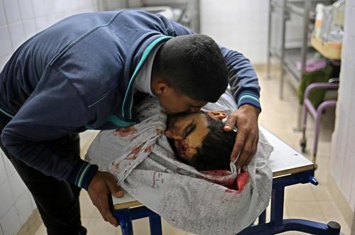 نیروهای اسراییلی دیروز با شلیک به سمت معترضان متحصن در مرز غزه  دستکم 16 تن را کشته و بیش از 700 نفر را زخمی کردند.