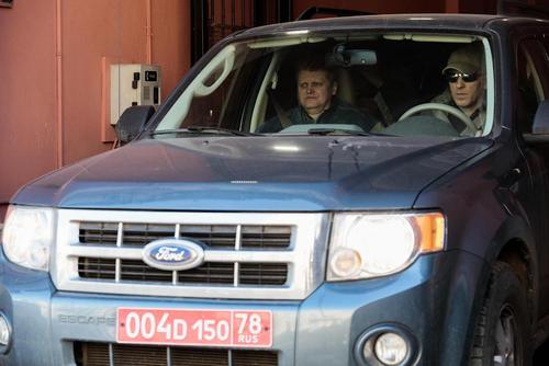 کارکنان آمریکایی کنسولگری ایالات متحده آمریکا در شهر سنت پترز بورگ روسیه در حال تخلیه محل و بازگشت به روسیه در پی اخراج از این کشور