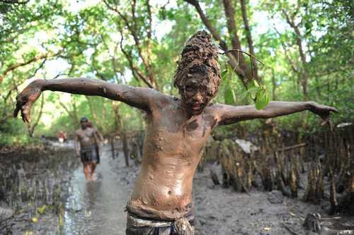جشن هندوها برای سال قمری در یکی از روستاهای اندونزی - خبرگزاری فرانسه