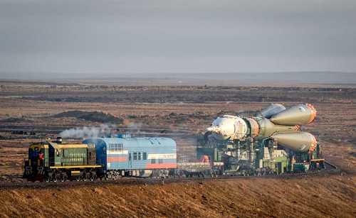 موشک فضایی «سويوز MS-08» در مسیر انتقال به سکوی پرتاب بایکونور قزاقستان - خبرگزاری فرانسه
