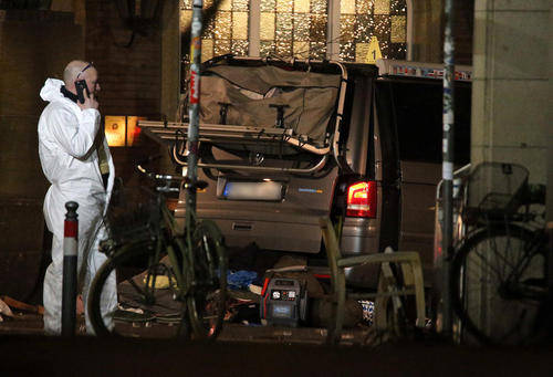 حمله خودرویی یک مرد روانی به جمعیت در شهر مانستر آلمان/ عکس:DPA