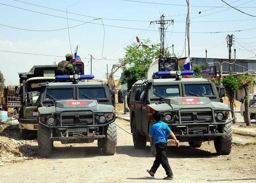 استقرار نیروهای پلیس نظامی روسیه در شهر دوما در منطقه غوطه شرقی شهر دمشق سوریه/ عکس: شینهوا