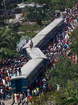 تصادف یک قطار مسافربری بنگلادش و کشته شدن دستکم 4 نفر – داکا