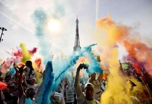 مسابقه دو با پودر رنگی در پاریس