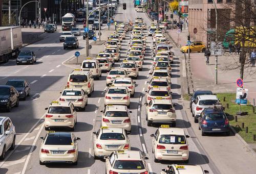 اعتصاب سراسری بیش از 300 راننده تاکسی در شهر هامبورگ آلمان