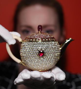 روز ملی چای در بریتانیا؛گران ترین قوری دنیا با قیمت 3 میلیون دلار – لندن