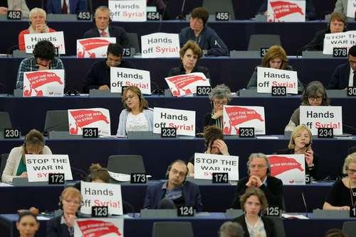 اعتراض نمایندگان پارلمان اروپا به حمله موشکی به هنگام سخنرانی امانوئل ماکرون رییس جمهوری فرانسه – رویترز