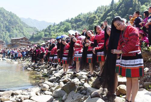 دختران اقلیت قومی