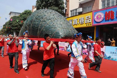 جشنواره آیینی سانیوسان در شهر شانگسی در جنوب چین