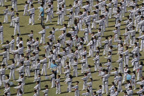 تمرین 8 هزار نفری تکواندو برای ثبت در کتاب رکوردهای گینس – شهر سئول