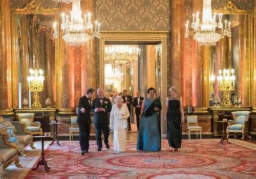 حضور ملکه، ولیعهد و نخست وزیر بریتانیا در مراسم شام اجلاس سران کشورهای مشترک المنافع بریتانیا در کاخ باکینگهام لندن/عکس: ویکتوریا جونز از آژانس خبریPA