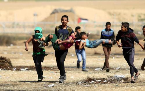ادامه تنشها و درگیریها بین فلسطینیهای معترض غیر مسلح با سربازان اسراییلی در مرز باریکه غزه