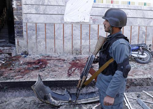 انفجار انتحاری عامل داعش در یک مرکز ثبت نام انتخابات در کابل افغانستان منجر به مرگ دستکم 55 نفر و زخمی شدن صدها نفر دیگر شد/عکس:شینهوا