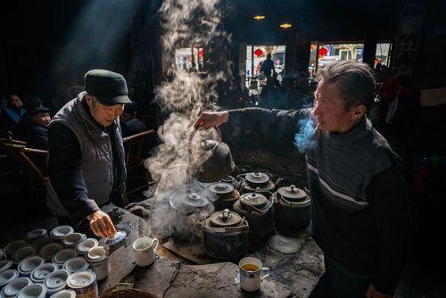 یک چایخانه سنتی در شهر چنگدو در چین- عکس روز وب سایت