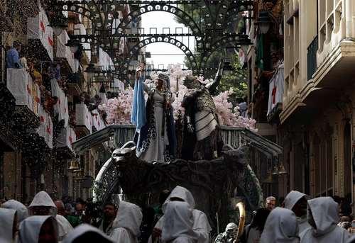 یک کارناوال خیابانی در شهر آلکوی اسپانیا