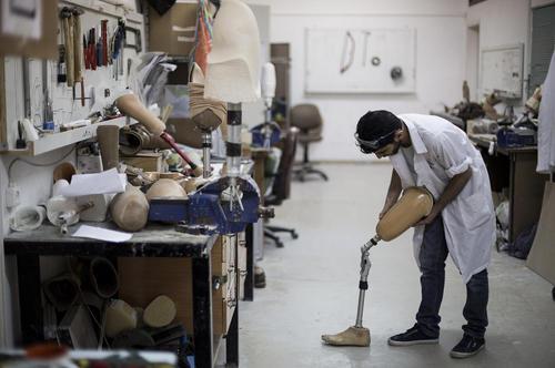 کارگاه ساخت پای مصنوعی در باریکه غزه/عکس: قدس نت