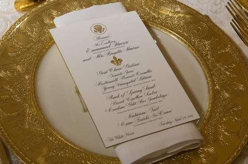 بشقاب مخصوص ماکرون در مراسم ضیافت رسمی شام در کاخ سفید