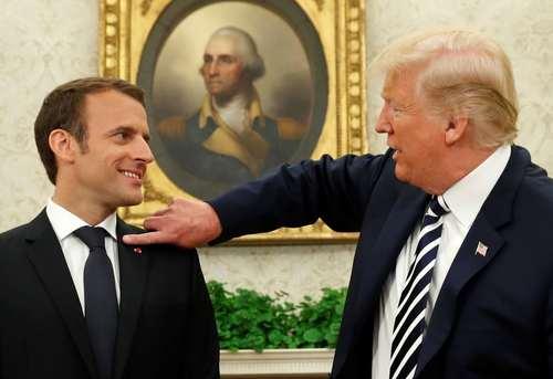 تکاندن شوره سر از روی کت ماکرون از سوی ترامپ