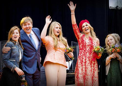 خانواده سلطنتی هلند در مراسم جشن روز پادشاه در کرونینگن هلند/خبرگزاری آلمان