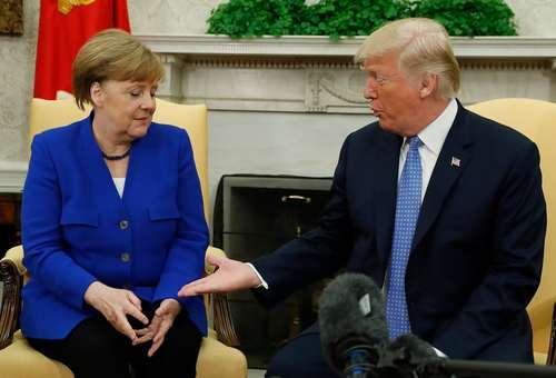 دیدار ترامپ و مرکل در کاخ سفید و فرم همیشگی دست دادن ترامپ / عکس: رویترز