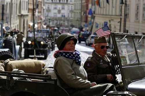 رژه هفتادو سومین سالروز آزادسازی شهر پراگ از اشغال آلمان نازی