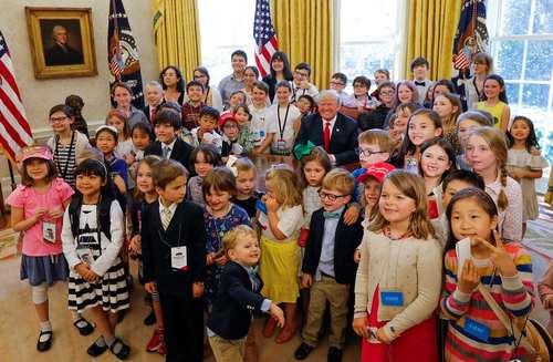 روز بازدید کودکان کارمندان از کاخ سفید و اتاق کار رییس جمهوری آمریکا- عکس:EPA