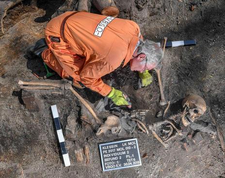کشف یک گور متعلق به سربازان ارتش سرخ شوروری در آلمان در دوران جنگ دوم جهانی