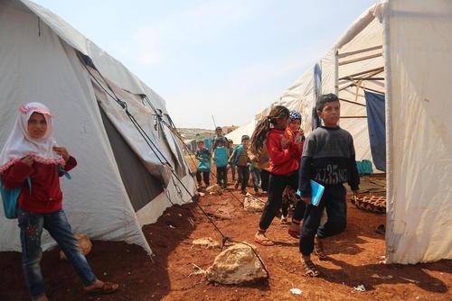 مدرسه اردوگاه آوارگان جنگی در ادلب سوریه/عکس: خبرگزاری آلمان
